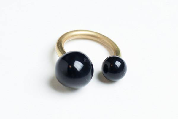 Dna anello ceramica nera ottone
