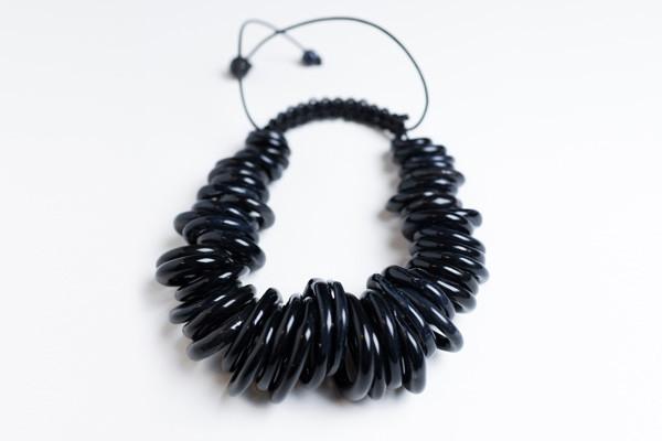 Isolario collana ceramica nera